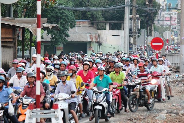 Thu phí có công bằng khi, xe máy đăng ký ở các tỉnh thành khác đang lưu thông tại TPHCM?