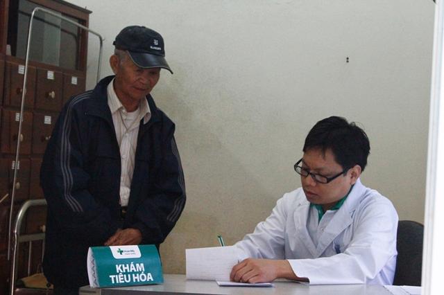 Người dân nghèo được tiếp cận các dịch vụ y tế. Ảnh Đức Hoàng