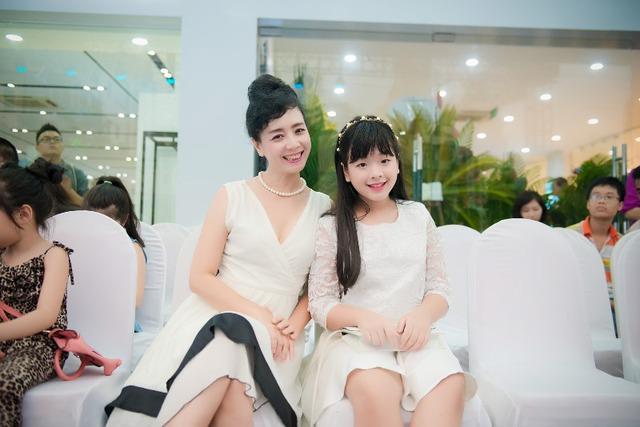 Diễn viên Chiều Xuân và con gái Hồng Khanh