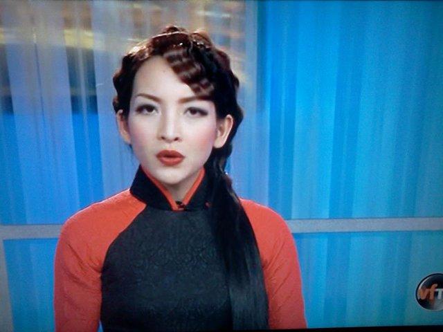 Linh Nga hiện đang là BTV của Đài VietFaceTV ở hải ngoại