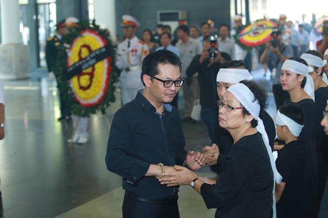 Diễn viên, NSƯT Trung Hiếu chia sẻ với nỗi đau của gia quyến.