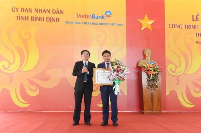 -UBND tỉnh Bình Định tặng Bằng khen cho tập thể VietinBank