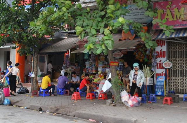 Quán trà đá bán cả ngày lẫn đêm trên tuyến đường Giải Phóng