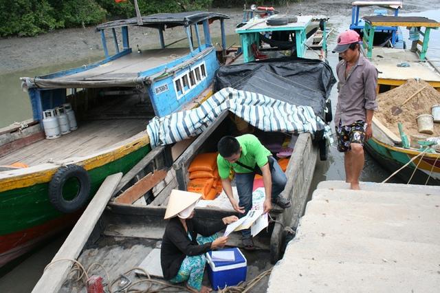 Hoạt động truyền thông vận động về chăm sóc SKSS/KHHGĐ vừa được tăng cường tại xã đảo Thạnh An (H. Cần Giờ), nơi dễ tổn thương bởi thiên tai nhất trên toàn địa bàn TP.HCM.