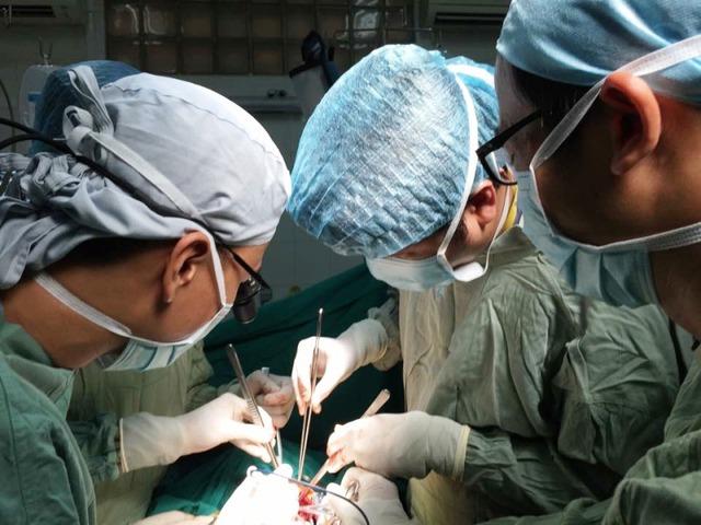 Ca phẫu thuật hơn 3h đã bóc tác thành công khối u khổng lồ trong ca bệnh phức tạp và hiếm gặp.