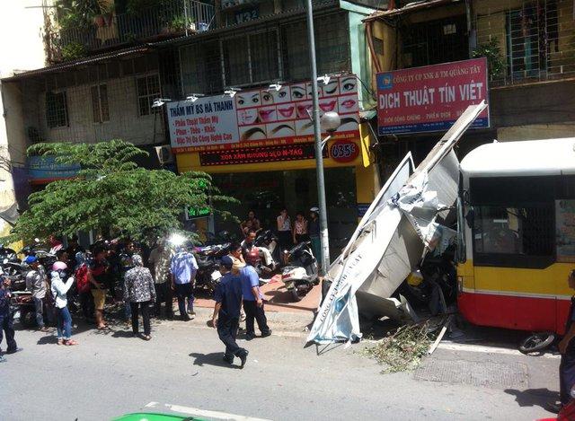 Nguyên nhân ban đầu của vụ việc đã được xí nghiệp Xe điện công bố. Ảnh: Nguyễn Mai