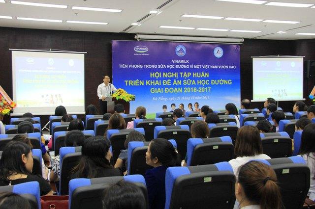 Hội nghị tập huấn về chương trình sữa học đường với sự tham gia của hơn 500 trường học trên địa bàn Đà Nẵng vào sáng 21/10. Ảnh: Đức Hoàng