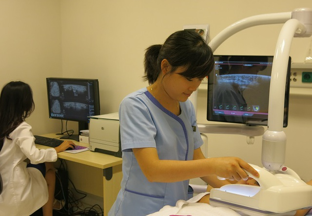 Hình ảnh siêu âm Invenia ™ ABUS mở rộng khả năng quan sát, giúp bác sĩ phân biệt các mô và nhìn thấy các khối u vú rõ ràng hơn.