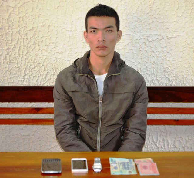 Đối tượng Nguyễn Văn Thành cùng tang vật vụ án. Ảnh: Công an cung cấp