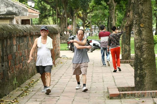 Cần vận động thể lực, tập thể dục hợp lý để phòng tránh bệnh tiểu đường. Ảnh: Chí Cường