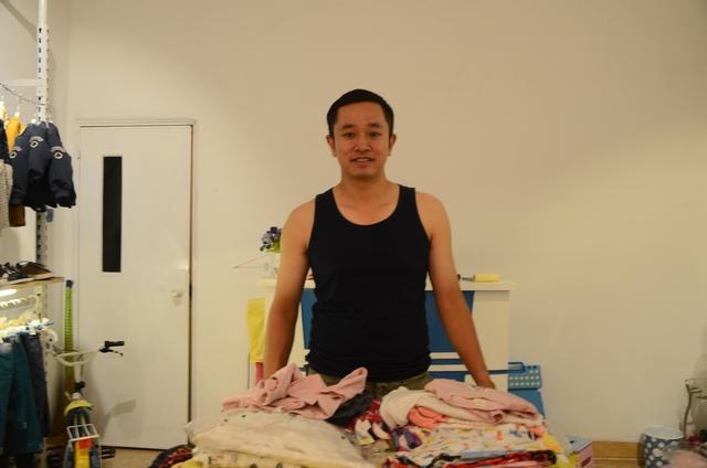Anh Nam chủ cửa hàng quần áo trẻ em cho biết đã tính tới việc chuyển địa điểm khác.