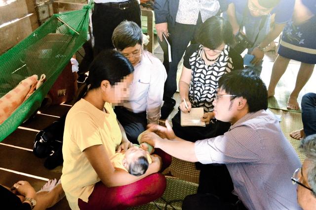 Điều tra dịch tễ trường hợp trẻ mắc chứng đầu nhỏ tại huyện Krông Buk, Đắk Lắk. Ảnh: TL