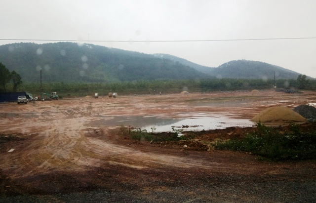 Nơi cơ sở chế biến gỗ sẽ hoạt động, cách hồ Vực Sanh khoảng 3km.