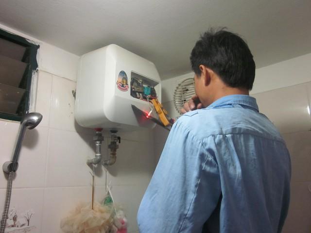Nên bảo trì bình nóng lạnh thường xuyên để kịp thời khắc phục những hỏng hóc, tránh những sự cố đáng tiếc xảy ra. Ảnh: Hà Châu