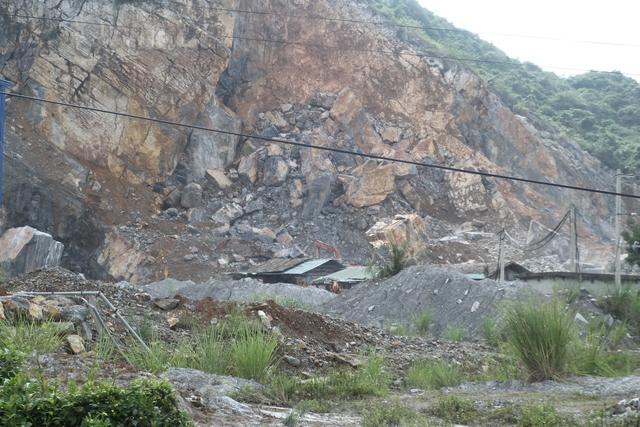 Ô nhiễm môi trường, thiếu biện pháp bảo đảm an toàn trong khai thác đá đang là vấn đề nóng tại xã Yên Lâm, huyện Yên Định. Ảnh: P.B