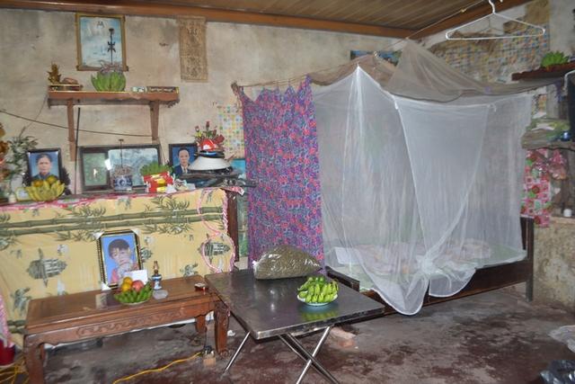 Chiếc giường ngủ, nơi cháu Khang bị sát hại. Ảnh: Đ.Tuỳ