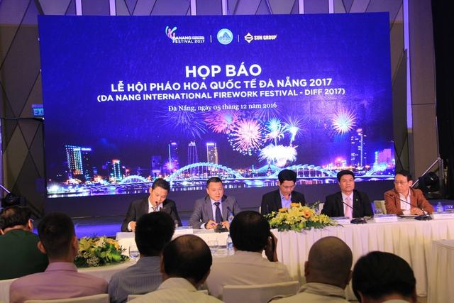 Đại diện TP Đà Nẵng, các doanh nghiệp...trả lời các câu hỏi xung quanh lễ hội DIFF 2017. Ảnh: Đức Hoàng