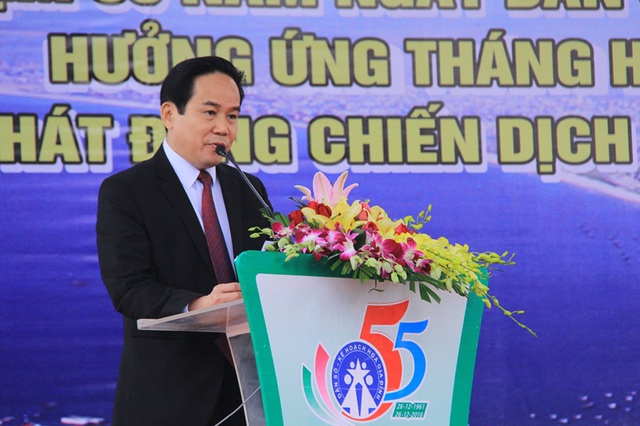 Ông Nguyễn Út, Phó giám đốc Sở Y tế Đà Nẵng phát biểu tại buổi mít-tinh. Ảnh: Đức Hoàng