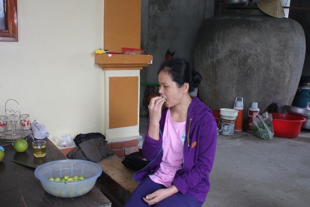 Trung bình mỗi ngày chị Thanh phải ăn hơn 4kg hoa quả có vị chua để thay cơm