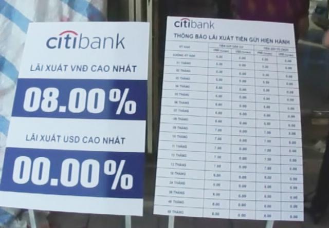 Biễn mẫu lãi suất tại ngân hàng của đối tượng Hà. Ảnh: M.Châu
