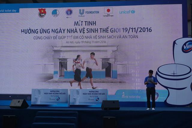 NS Xuân Bắc tham gia với tư cách là MC cho buổi lễ Mít tinh. Ảnh: N.Mai