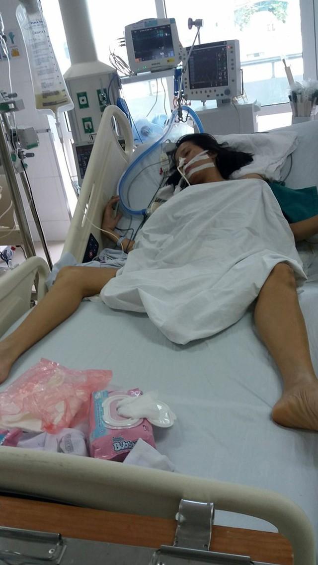 Cô giáo Hường đang điều trị tại khoa Gây mê - Hồi sức BV Hữu nghị Việt Đức.