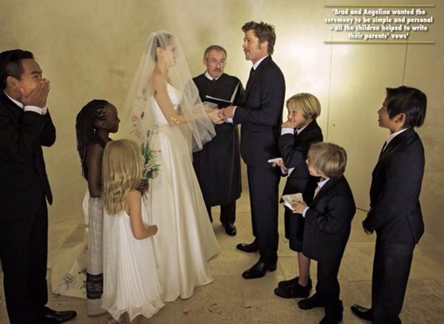 Hình ảnh gia đình đầy đủ 8 thành viên đã không còn. Angelina Jolie và Brad Pitt đang trong cuộc chiến giành quyền nuôi con. Ảnh: Hello Magazine.