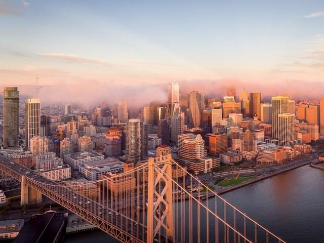 Cao ốc 181 Fremont tọa lạc tại trung tâm San Francisco được thiết kế bởi kiến trúc sư nổi tiếng Orlando Diaz-Azcuy và công ty kiến trúc Heller Manus Architects. Theo Forbes, khi hoàn thành vào năm 2017, cao ốc 70 tầng này sẽ là chung cư cao nhất và xa xỉ nhất tại vùng bờ tây sông Mississippi.