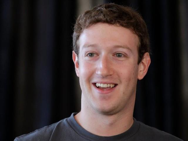 Warren Buffett - Chủ tịch kiêm CEO của Berkshire Hathaway  Tôi sẽ chỉ bạn cách làm giàu. Đóng chặt cửa lại. Hãy sợ hãi khi người khác tham lam. Và hãy tham lam khi kẻ khác sợ hãi.          Evan Spiegel - CEO của Snapchat – ứng dụng từ chối lời đề nghị mua lại của Facebook  Rất ít người trên thế giới có thể xây dựng được một doanh nghiệp giống như chúng tôi. Vì thế, tôi cho rằng những khoản lợi nhuận ngắn hạn không có gì hấp dẫn cả          Oprah Winfrey - Bà trùm kinh doanh kiêm nữ hoàng truyền hình   Lý do để tôi có được thành công như hôm nay chính là sự quan tâm của tôi chưa bao giờ, thậm chí là chỉ một phút - dành cho tiền bạc cả.          Michael Bloomberg - CEO của Bloomberg LP  Tôi cho rằng khi một người có càng nhiều tiền thì họ sẽ càng chi tiêu nhiều hơn. Nếu không chi tiêu, họ sẽ dùng tiền để đầu tư. Và đầu tư chính là một cách tạo ra công ăn việc làm. Tiền sẽ được giữ trong các quỹ tương hỗ hoặc các loại hình ngân hàng khác nhau đồng thời sẽ được bơm ra ngoài thị trường dưới hình thức các khoản nợ.          Larry Page - Đồng sáng lập Google và CEO của Alphabet  Nếu mục đích của chúng tôi chỉ là tiền thì có lẽ Google đã bị bán từ nhiều năm trước và bây giờ chúng tôi đang đi nghỉ ở bãi biển rồi.          Jeff Bezos - CEO của Amazon  Tôi nghĩ rằng sự đơn giản sẽ tạo ra đột phá, giống như khó khăn thúc đẩy con người tiến lên. Một trong những cách duy nhất để thoát ra khỏi vỏ ốc của bản thân là tìm ra điểm mạnh của chính mình.          Jack Ma - Chủ tịch Alibaba  Ngày nay, kiếm tiền rất đơn giản. Nhưng làm thế nào để vừa kiếm đủ tiền lại vừa có trách nhiệm với xã hội và cải thiện thế giới lại là điều rất khó.          Ingvar Kamprad - Nhà sáng lập IKEA  Tôi khá chặt chẽ trong việc chi tiêu nhưng như thế thì sao chứ? Tôi thường nhìn vào số tiền mà mình định tiêu và tự hỏi bản thân rằng liệu các khách hàng của IKEA có đủ khả năng chi trả tương tự không. Tôi có thể đi du lịch trên những chiếc máy bay hạng sang thường xuyên, nhưng đó không có nghĩa là tôi có quyền