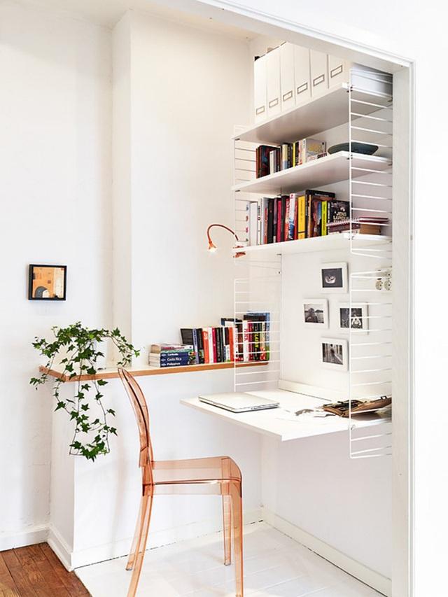 2. Góc tường trống với diện tích chỉ tính bằng cm vẫn giúp bạn có được nơi làm việc hiện đại nhờ cách lựa chọn nội thất hợp lý.