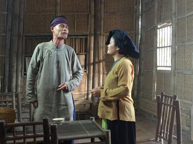 Hiệp Gà vào vai thầy lang trong phim hài Tết Chôn nhời 4. Ảnh: ĐPCC.