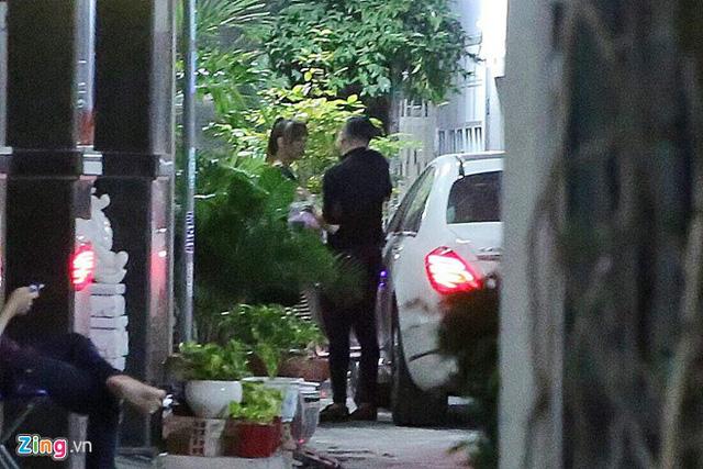 Hari Won cùng Trấn Thành tranh thủ hẹn hò trước lễ cưới. Chiều 25/12, hôn lễ của cặp sao diễn ra tại khách sạn sang trọng ở TP.HCM.