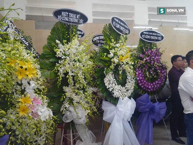 Đám tang của nghệ sĩ Út Bạch Lan ngập tràn hoa lan...