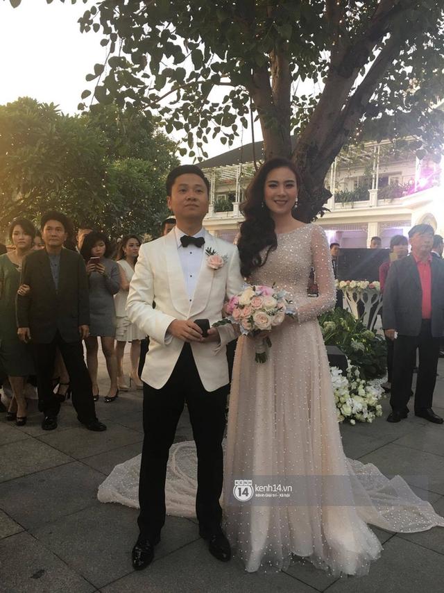 Những hình ảnh đầu tiên trong đám cưới hoành tráng của cô gái thời tiết Mai Ngọc - Ảnh 14.