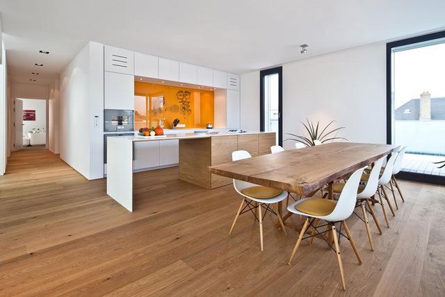 Người Nhật sử dụng sàn gỗ ấm áp, thân thiện thay vì dùng thảm trải sàn.