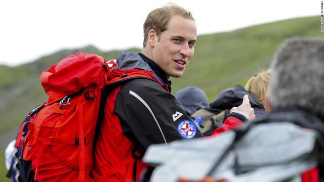 Hoàng tử William leo núi cùng một nhóm người vô gia cư vào năm 2009 khi đang tham gia hoạt động từ thiện lớn nhất nước Anh dành cho người lang thang cơ nhỡ.