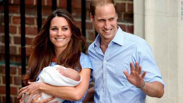 Cặp đôi hoàng gia đón chào đứa con đầu lòng, hoàng tử nhỉ George ngày 23/7/2013.