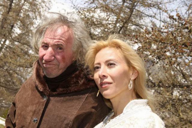 Nhưng ngoài dự liệu của Sandrine, trong bức di chúc của ông Marcel để lại, cô vợ xinh đẹp lại chẳng hề được hưởng một xu nào.