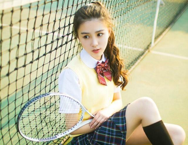 Tuy nhiên, một số ý kiến lại cho rằng gương mặt của cô khá đại trà, không có gì nổi bật. Mặc dù vậy, số người nhấn nút theo dõi nữ sinh trên Weibo vẫn ngày một tăng.