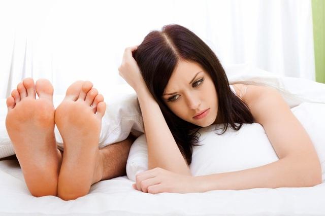 Thời kỳ mãn dục cũng có thể là nguyên nhân khiến chàng từ chối chuyện ấy với bạn. Ảnh minh họa