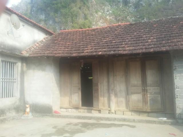 Căn nhà cấp 4 hoang sơ là nơi sinh sống của gia đình chị Thảo. Ảnh: Ngọc Thi