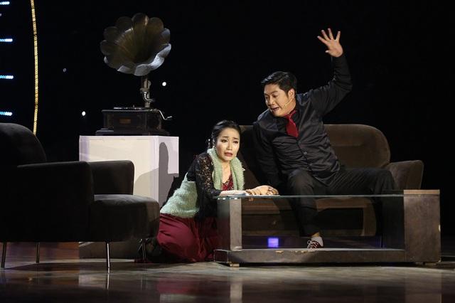 Ốc Thanh Vân vào vai người phụ nữ ngoại tình, rồi bị chồng phát hiện trong tiểu phẩm Nhật ký của Huyền.