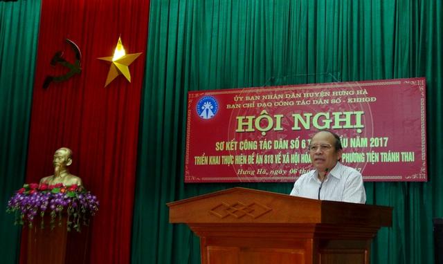 Ông Tô Hồng Quang - Phó GĐ Sở Y tế, Chi cục trưởng Chi cục DS-KHHGĐ tỉnh phát biểu chỉ đạo hội nghị Sơ kết công tác DS-KHHGĐ và triển khai Đề án 818 tại huyện Hưng Hà