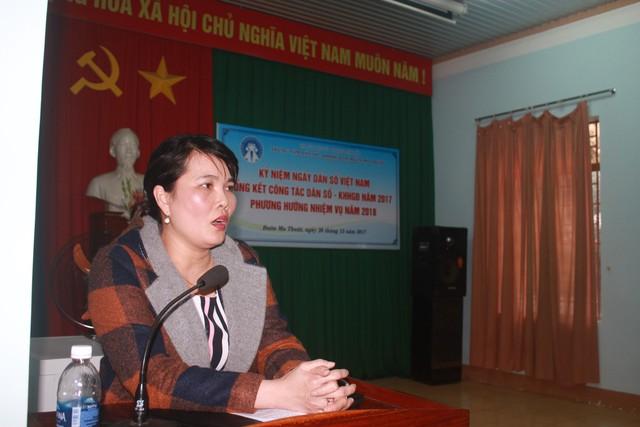 Bà Phạm Thị Tuyết Nhung, Phó Chi cục trưởng Chi cục DS-KHHGĐ phát biểu tại Hội nghị.