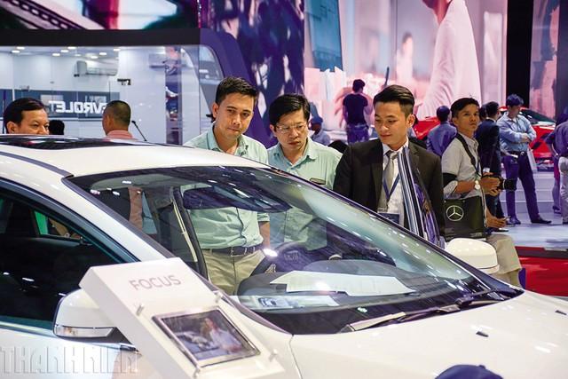 Người tiêu dùng kỳ vọng giá xe ô tô giảm trong đầu năm 2018. Ảnh:H.P