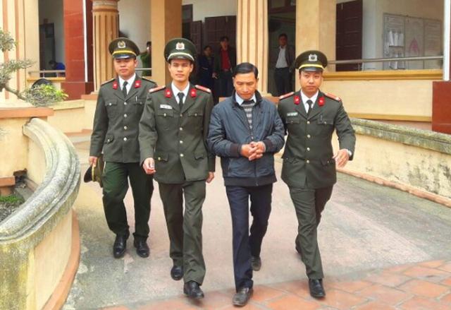 Ông Đinh Trọng Tấn, Bí thư Đảng ủy xã Quảng Lĩnh, bị công an bắt giam để điều tra, làm rõ hành vi xúc phạm lãnh đạo huyện