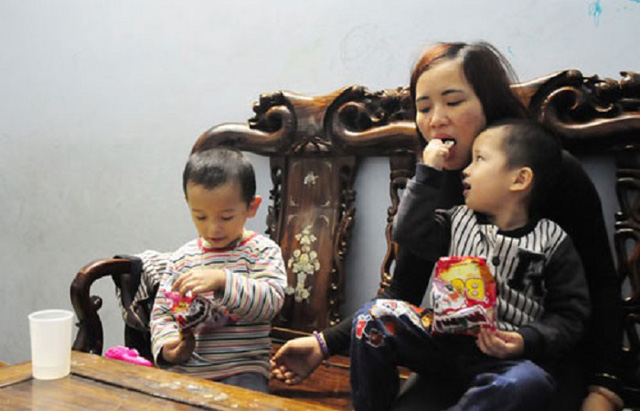 Chị Dung cho biết, ngoài những lúc nghich ngợm thì các con rất tình cảm với mẹ.