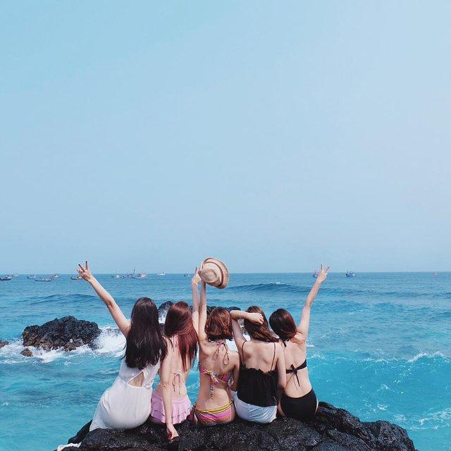Chia sẻ nổi buồn cùng bạn bè, bạn sẽ nhận lại nhiềm vui.