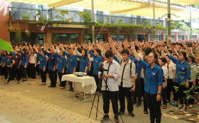Toàn trường hô vang khẩu hiệu Lương Thế Vinh trước khi tiễn biệt người thầy lần cuối.