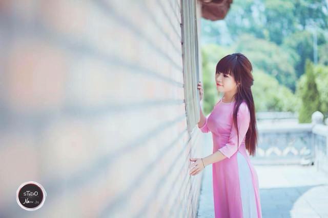 Hằng vốn là một cô gái xinh xắn. Giờ đây, cô vẫn luôn cố gắng vui vẻ và xinh đẹp mỗi ngày, với suy nghĩ đơn giản: con gái thì phải đẹp.